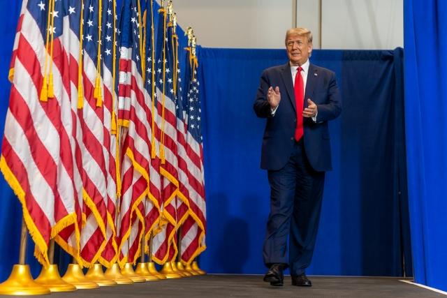 Трамп лидирует на выборах в сша, опережая байдена в большинстве ключевых штатов -  международная панорама - тасс